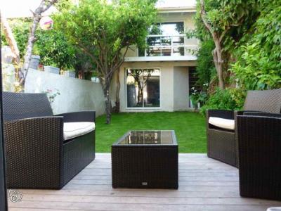 4 chambres et deux salles de bains. Black Bedroom Furniture Sets. Home Design Ideas