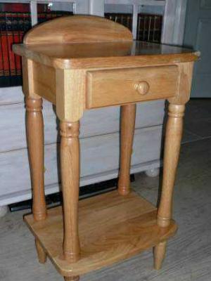 vends petit meuble t l phone en pin massif vernisavec un tiroir. Black Bedroom Furniture Sets. Home Design Ideas