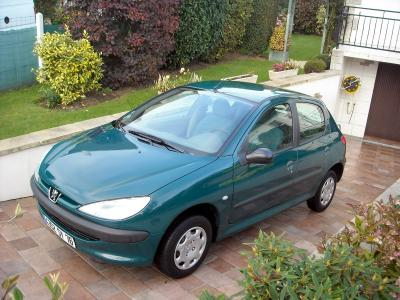 a vendre peugeot 206 verte essence bon tat gle 106500 km airbag dir assist e version 206. Black Bedroom Furniture Sets. Home Design Ideas