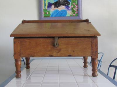Vends critoire bois sur pied avec tiroir int rieur hauteur47 cm longueur 63 - Le bon coin 47 ameublement ...