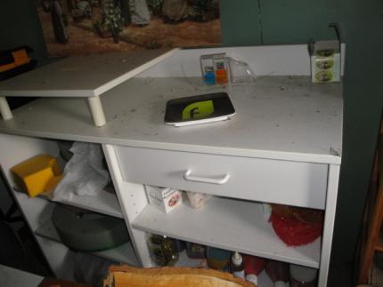 comptoir de caisse couleur blanc tres bon etat tres peu servi. Black Bedroom Furniture Sets. Home Design Ideas