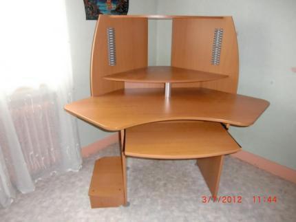 tres bon etat tres fonctionnel double emploi. Black Bedroom Furniture Sets. Home Design Ideas